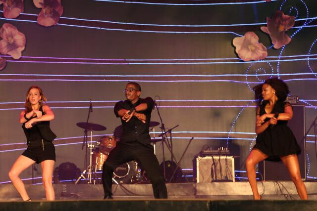 Western sings performing Gangnam Style