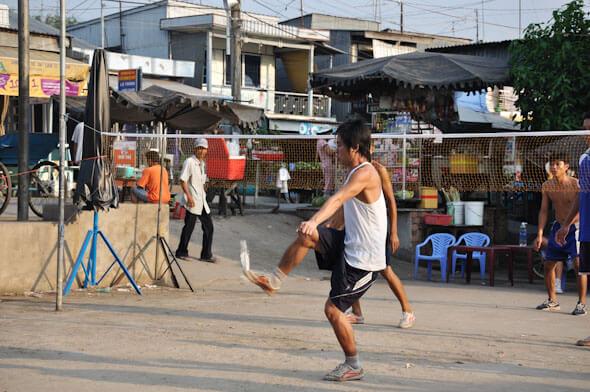 Man playing Da Cau