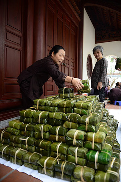 Woman selling Bunh Chung