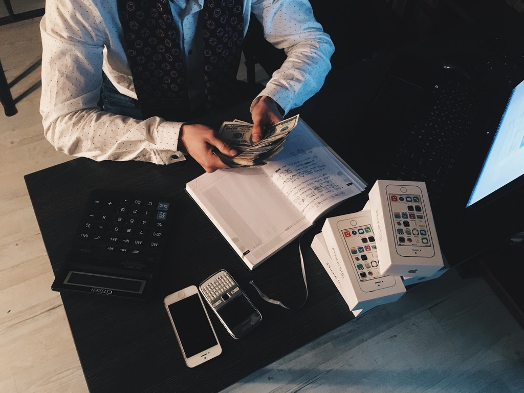 managing finances during travel