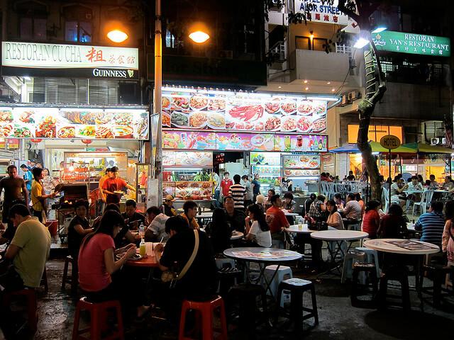 People eating at Jalan Alor