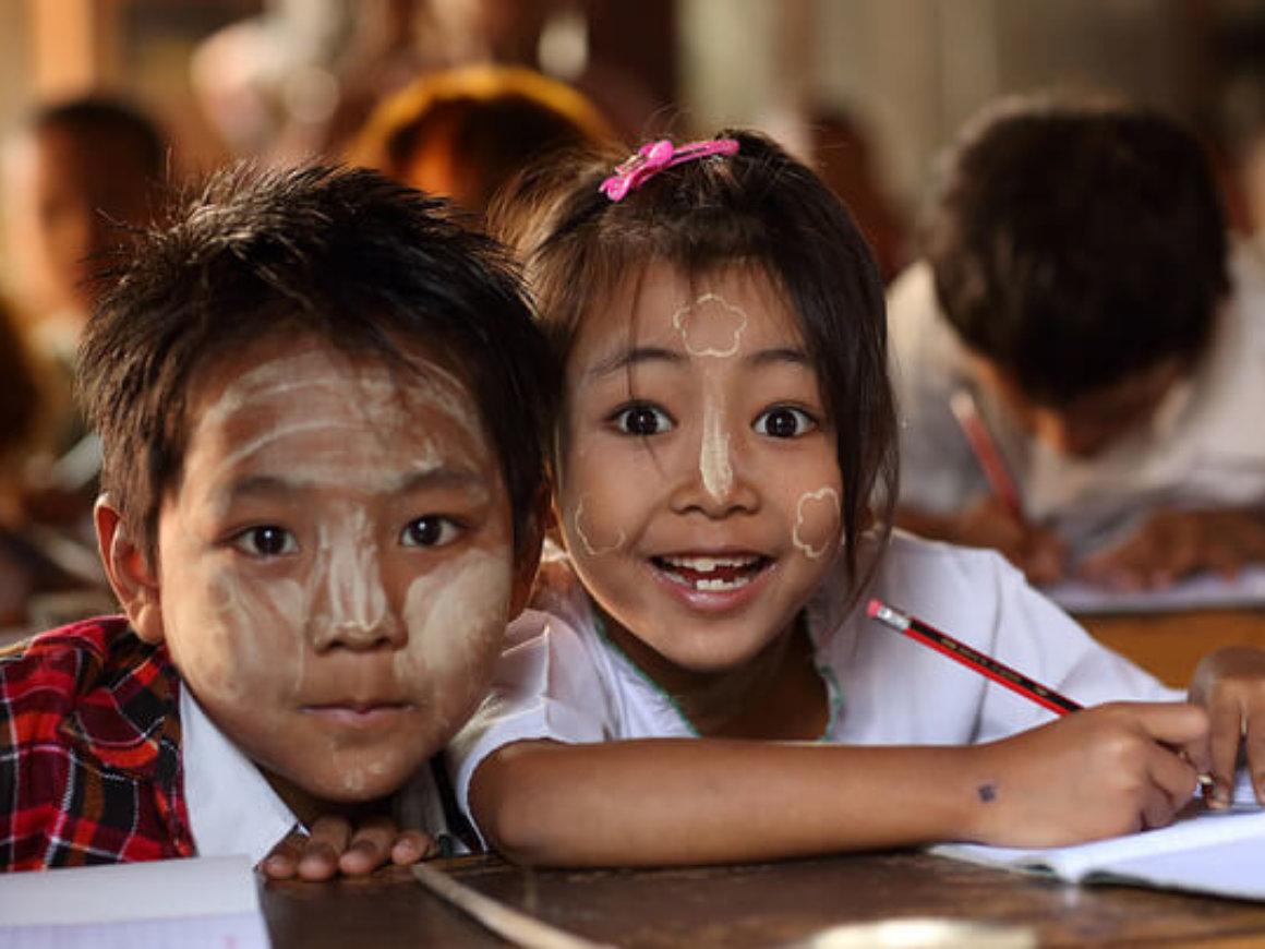 Smiling Burmese kids